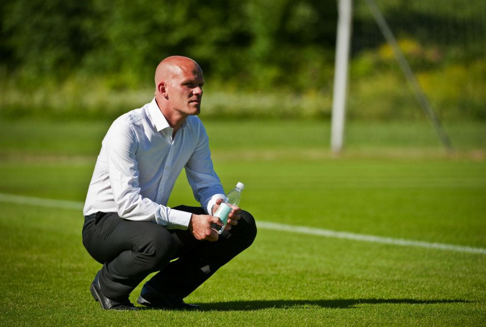 Sportchefen Jens T Andersson kastades rakt in i hetluften.