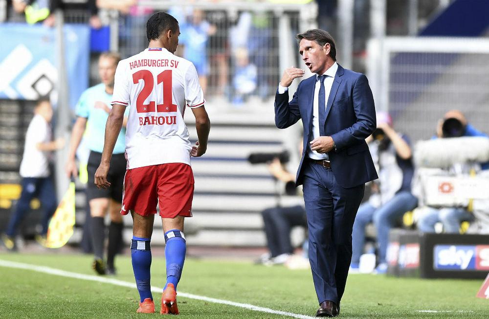Hamburg-Bayern München i september 2016. Nabil i samspråk med tränaren tränaren Bruno Labbadia under en av hans totalt sju framträdanden i Bundesliga. Foto: BILDBYRÅN