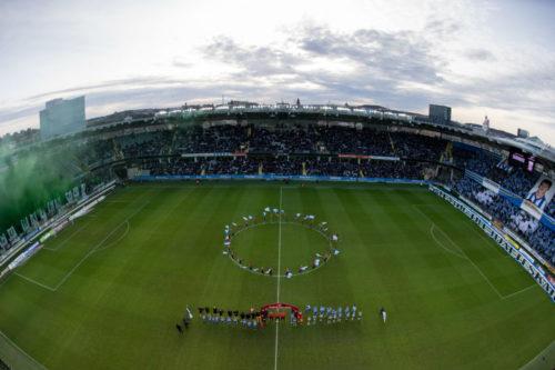 Vy över arena Gamla Ullevi och lagen på line up innan fotbollsmatchen i allsvenskan mellan IFK Göteborg och Hammarby den 10 april 2018 i Göteborg. Foto: Michael Erichsen /