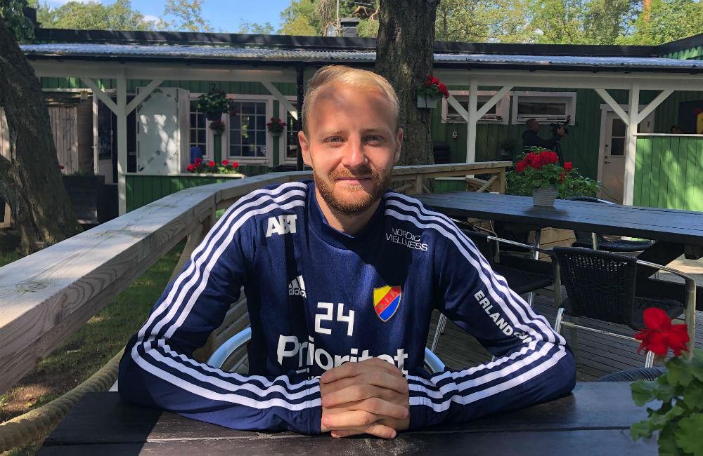 Från korpfotboll till titeljakt – Fotboll Sthlm möter Curtis Edwards