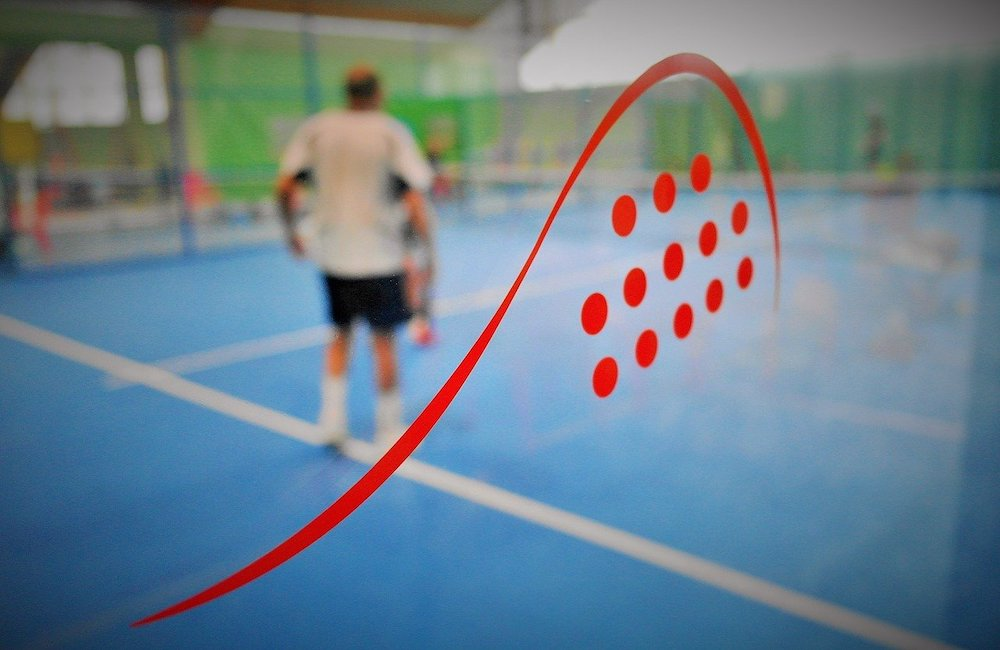 Alternera fotbollsträningen med padelträning